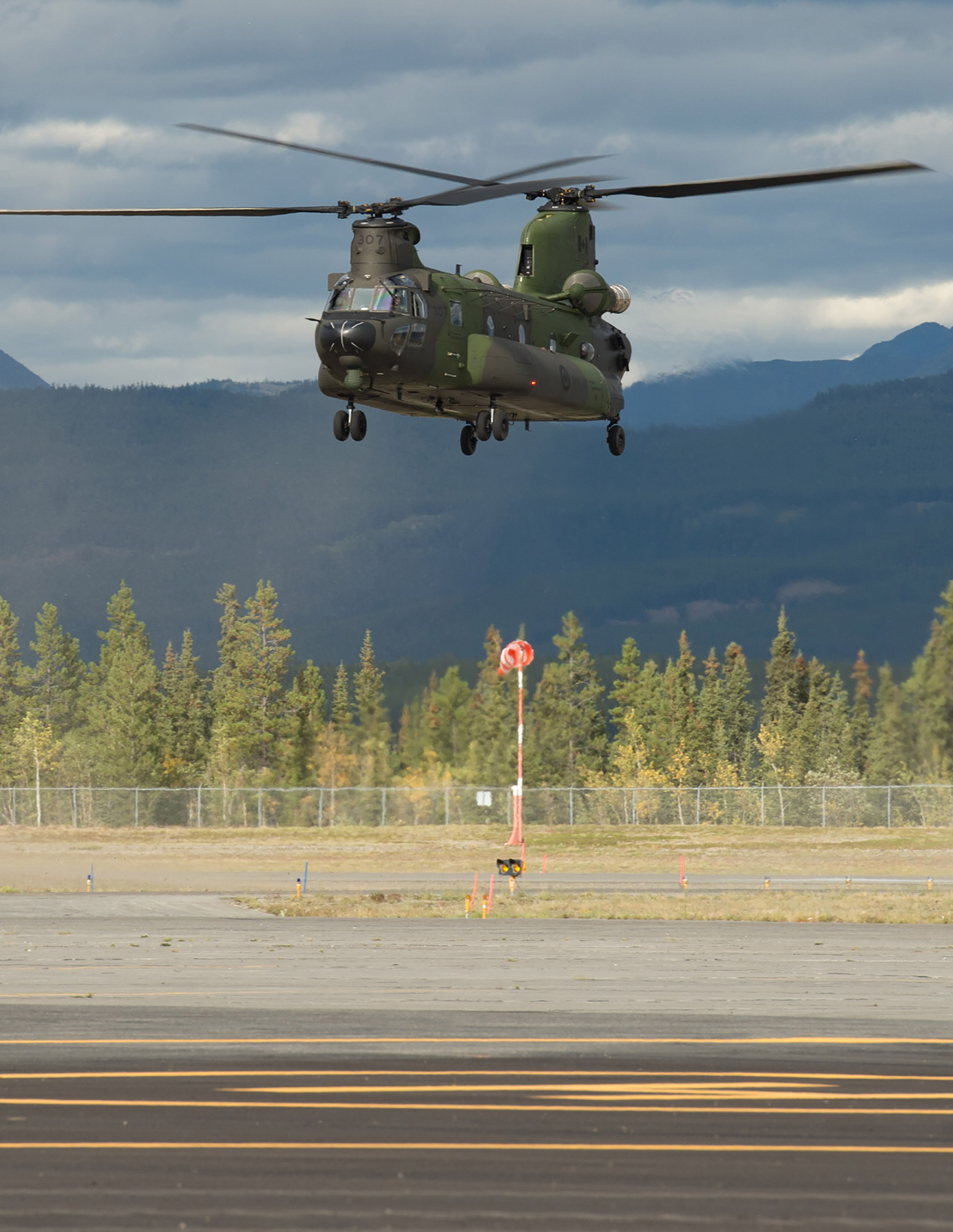 A CH-147 Chinook helicopter from 450 Tactical Helicopter Squadron, based in Petawawa, Ontario, prepares to land at Erik Nielson Airport in Whitehorse, Yukon, on August 24, 2016, during Nanook 2016, an annual sovereignty operation held in Canada's North. PHOTO: Corporal Chase Miller, SU11-2016-1061-050