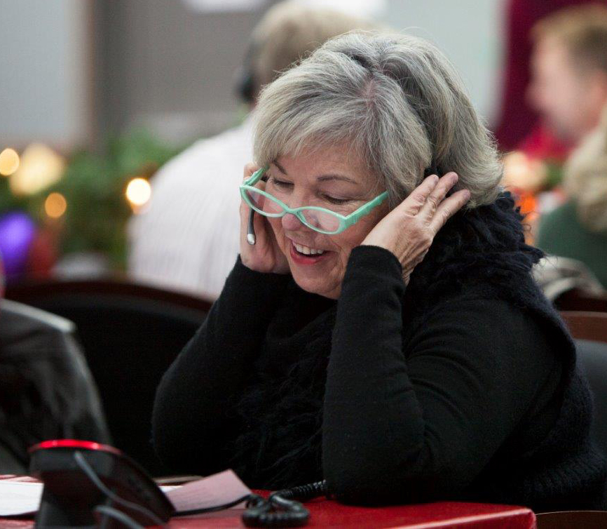 A volunteer speaks with a caller at the NORAD Tracks Santa operations centre at NORAD headquarters in Colorado Springs, Colorado, on December 24, 2015. As of 6 a.m. EST, trackers worldwide can speak with a volunteer to ask about Santa's whereabouts by dialing 1-877-Hi-NORAD (1-877-446-6723) or by sending an email to noradtrackssanta@outlook.com. PHOTO: NORAD