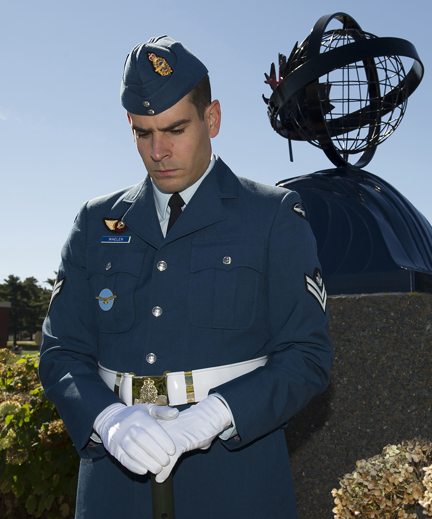 Master Corporal Tyler Whelen of 404 Long Range Patrol and Training Squadron stands vigil at the VP International memorial during the 2017 memorial service at 14 Wing Greenwood, Nova Scotia, on October 1, 2017. PHOTO: Master Corporal Rory Wilson, GD14-2017-0602-003