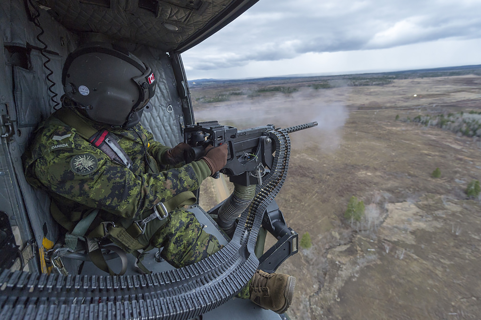 Corporal David Dube, from 430 Tactical Helicopter Squadron, practises his GAU-21 .50 calibre machine gun skills in the training area at 5th Canadian Division Support Group Gagetown, in New Brunswick; on May 3, 2017. PHOTO: Corporal Peter Ford, GN33-2017-0515-020