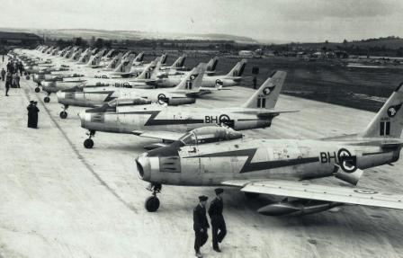 In October 1952, 430 and 416 Squadron F-86 Sabre aircraft sit on the ramp at RCAF Station Bagotville, Québec, during Exercise Leapfrog II. PHOTO: DND