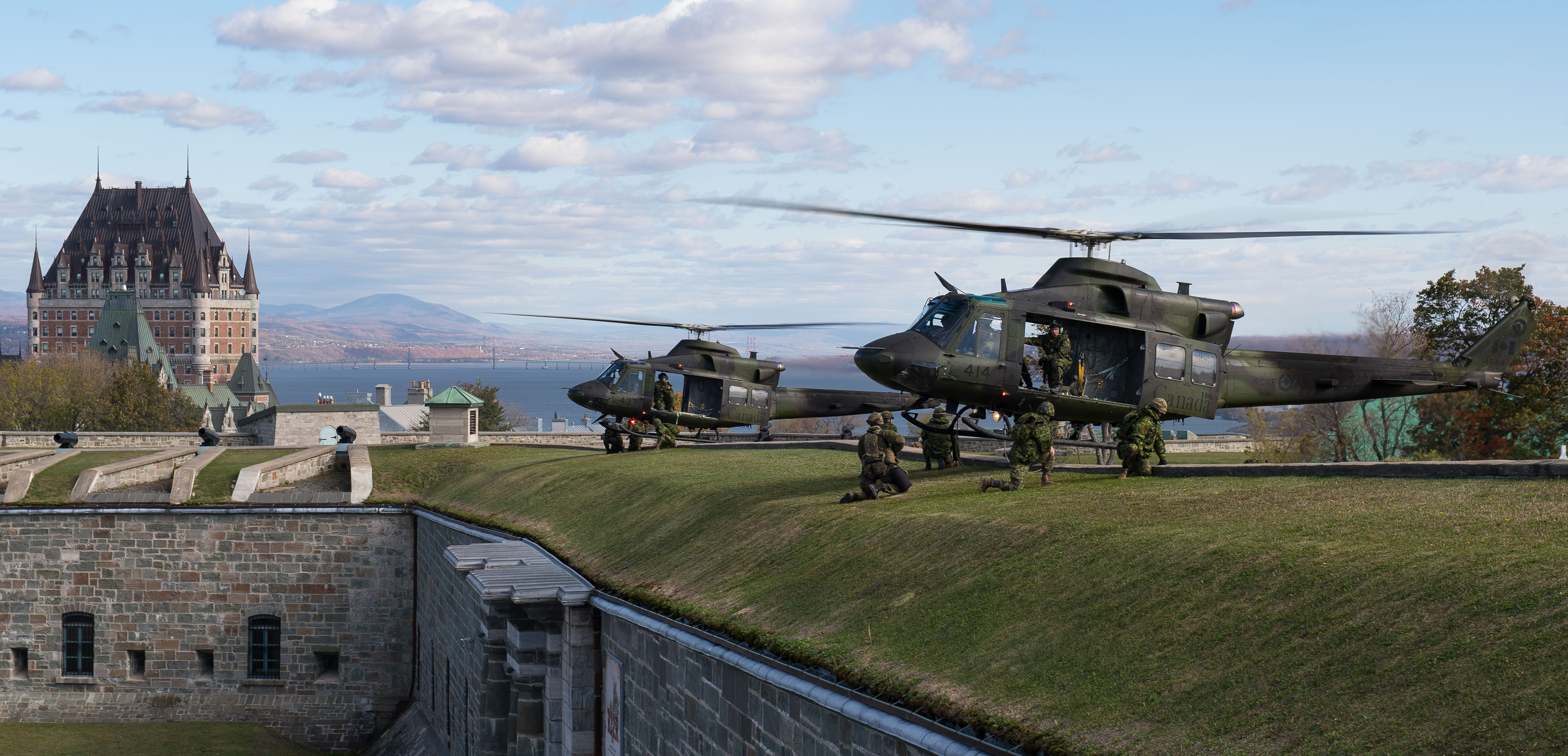 On October 20, 2017, CH-146 Griffon helicopters from 430 Tactical Helicopter Squadron, based in Valcartier, Québec, sit at the Quebec Citadelle during Exercise Spartiate Eclaireur. PHOTO: Sergeant Marc-André Gaudreault, VL08-2017-0017-011