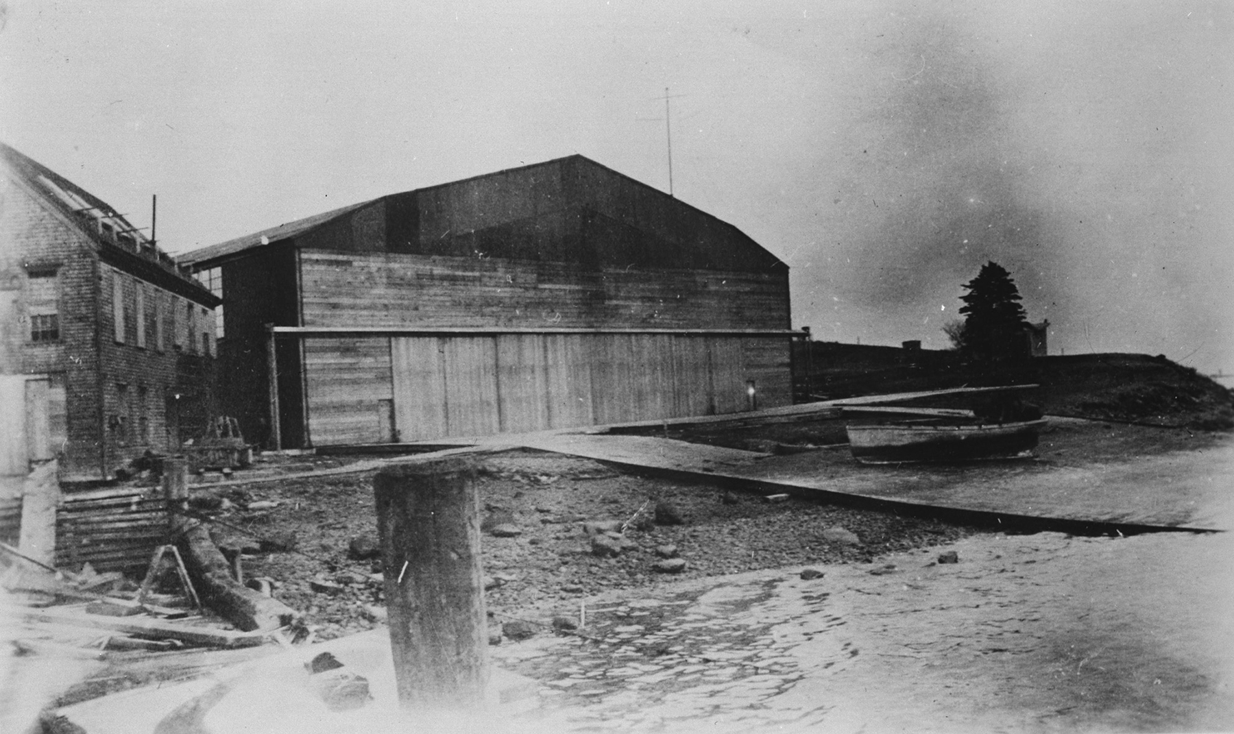 The hangar and ramp at the Naval Air Station, Eastern Passage, Dartmouth, Nova Scotia, in spring 1919. PHOTO: DND Archives, CN-6509