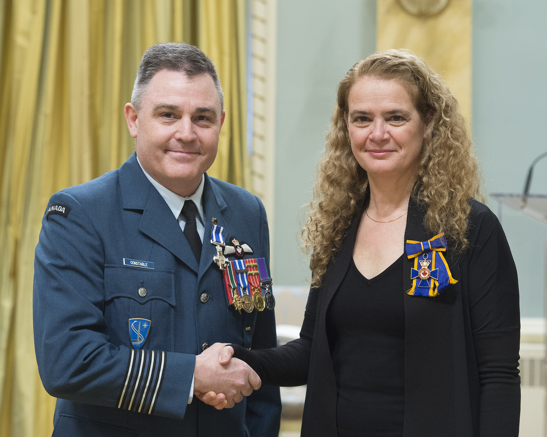 Colonel Daniel Stewart Constable receives the Meritorious Service Cross (Military Division) from Governor General and Commander-in-Chief of Canada Julie Payette on February 28, 2018. PHOTO: Sergeant Johanie Maheu, OSGG, GG05-2018-0066-010