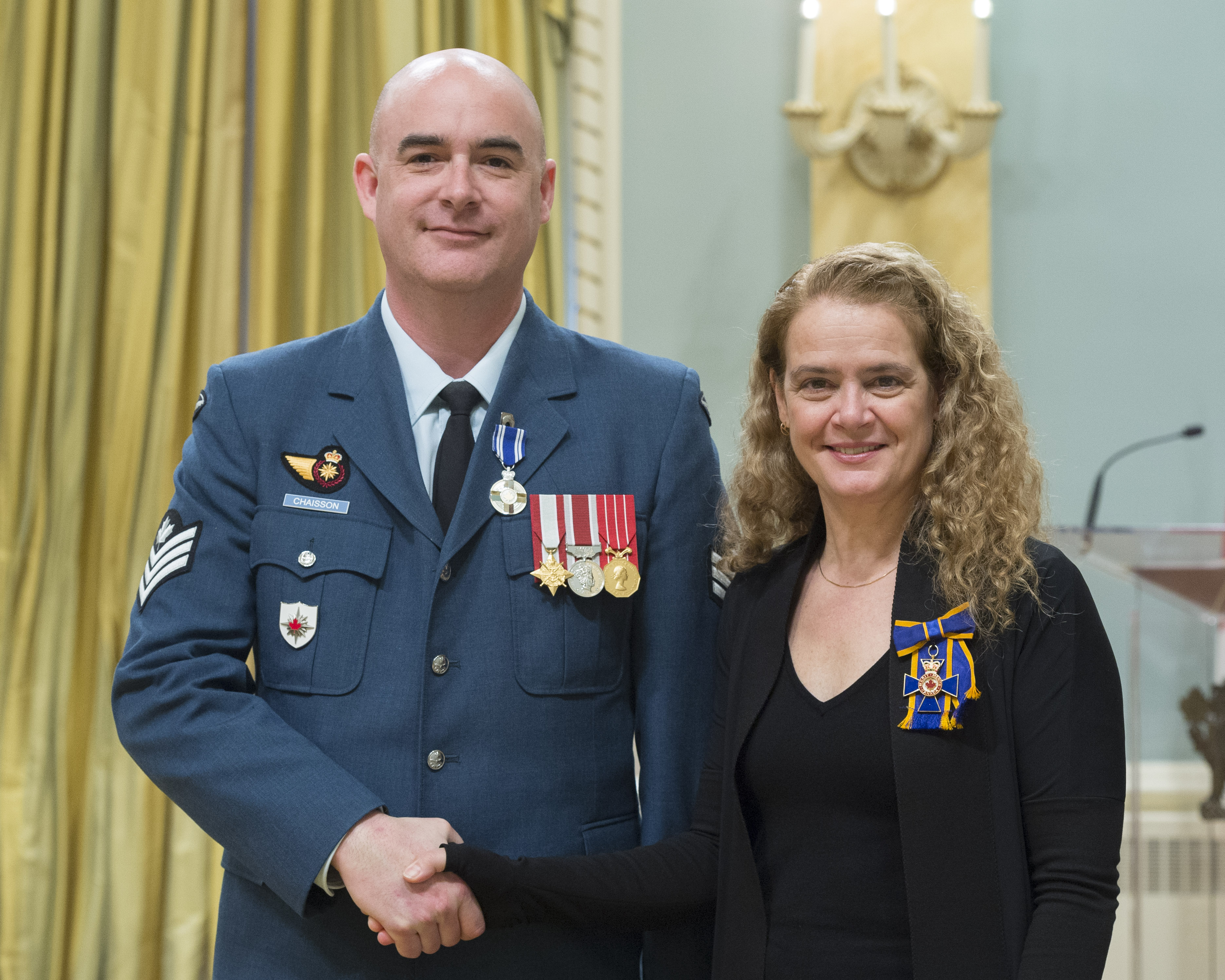 Master Corporal John Trevor Chaisson receives the Meritorious Service Medal (Military Division) from Governor General and Commander-in-Chief of Canada Julie Payette on February 28, 2018. PHOTO: Sergeant Johanie Maheu, OSGG, GG05-2018-0066-026