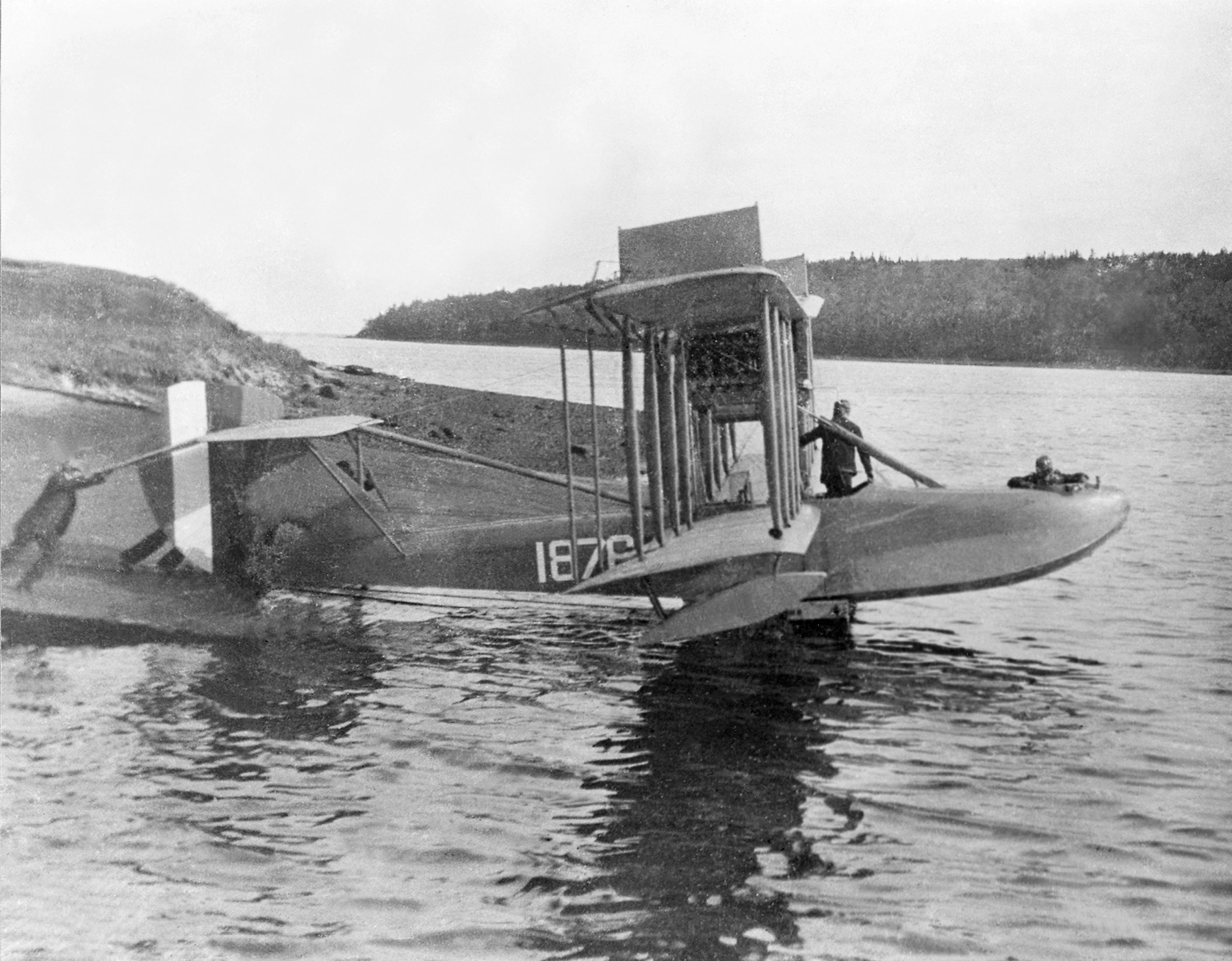 HS-2L Flying Boat No. 1876 at moorings off the Naval Air Station, Eastern Passage, Dartmouth, Nova Scotia, in spring 1919. This is one of 12 HS-2L Flying Boats operated by the United States Navy from bases at Halifax and Sydney, Nova Scotia. PHOTO: DND Archives, CN-6508