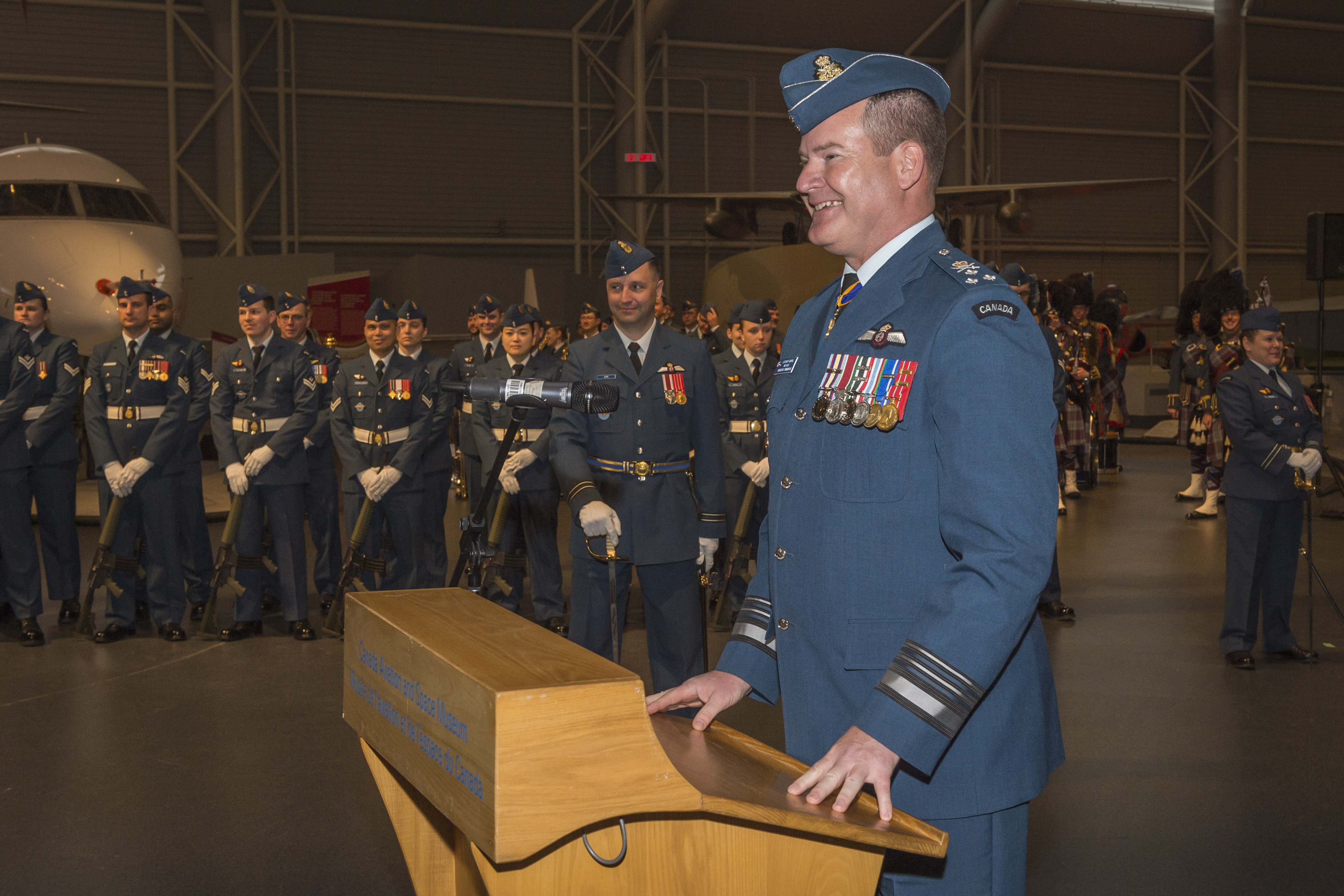 Outgoing RCAF commander, Lieutenant-General Mike Hood, addresses guests and RCAF personnel on parade during the Change of Command ceremony. PHOTO: Corporal Alana Morin, FA03-2018-0040-036