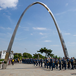 Members of the Royal Canadian Air Force 2018 Public Duties contingent march through the World War One Memorial Arch in Folkestone, UK on 4 July, 2018.  They are exercising their Freedom of Entry to Folkestone on behalf of all Canadian Armed Forces members serving in the UK.  PHOTO : MCpl Boucher